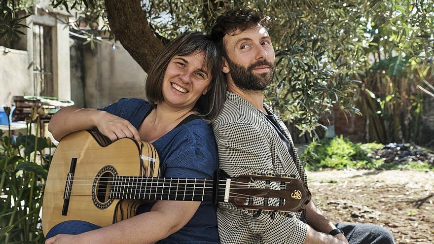 Dos amics desgranen la seva història amb humor i cançons