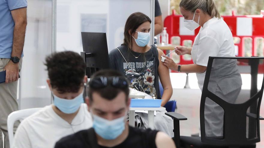 El COVID continua debilitándose en Galicia: los ingresados bajan del centenar