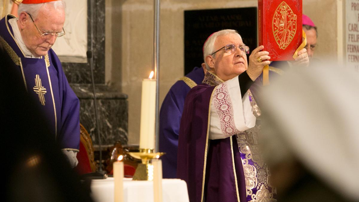 El obispo, Jesús Murgui, en un acto eclesiástico