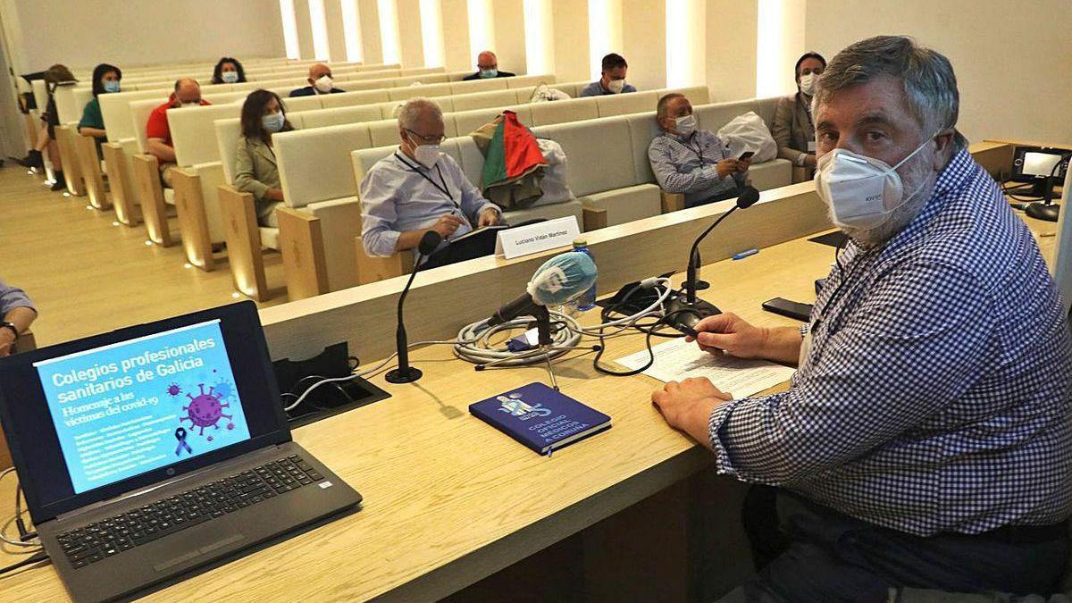 Un aspecto de la reunión ayer de representantes de los 29 colegios sanitarios gallegos.