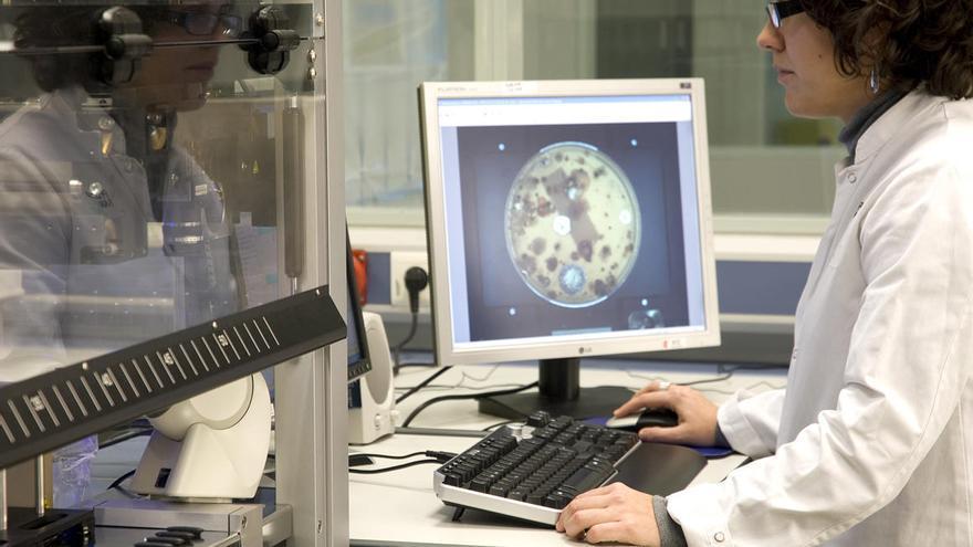 Las acciones de la gallega PharmaMar caen más de un 5% en su estreno en el Ibex 35