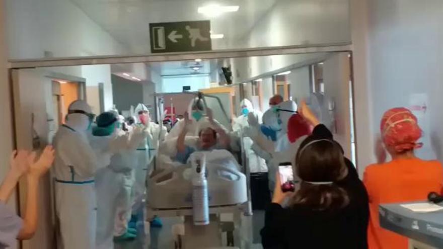 Alta entre aplausos en el Hospital de la Marina