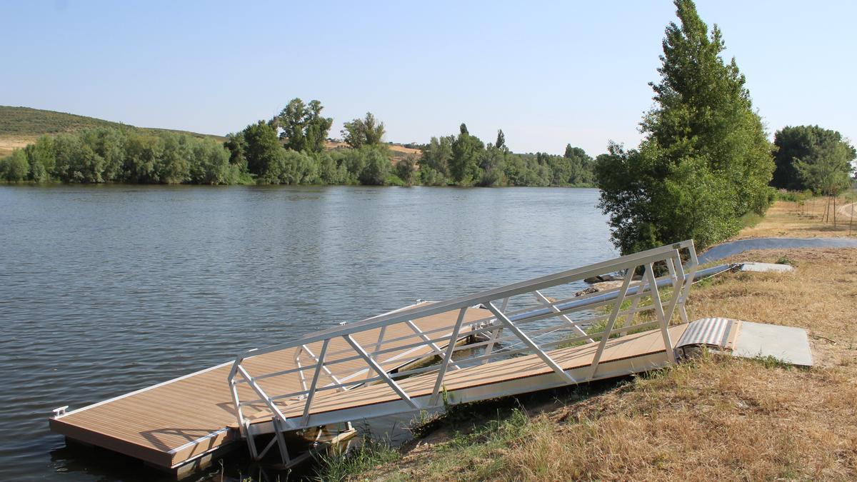 Embarcadero sobre el río Duero en el barrio de Carrascal.