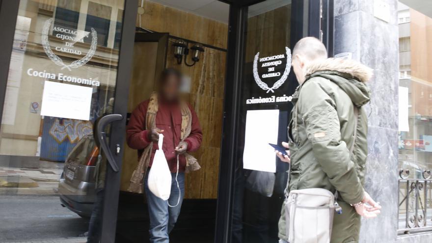 """El empleo no regulado y las ayudas """"que no alcanzan"""" llevan a Gijón """"a una nueva pobreza"""""""