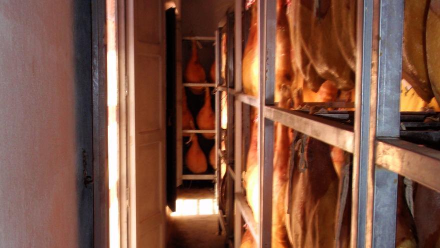 La CEU UCH colabora en la definición científica del secado al natural del jamón en Teruel