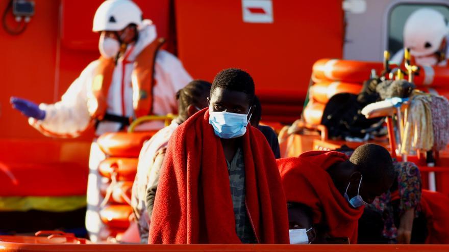 Rescatan una patera con 68 personas en Gran Canaria