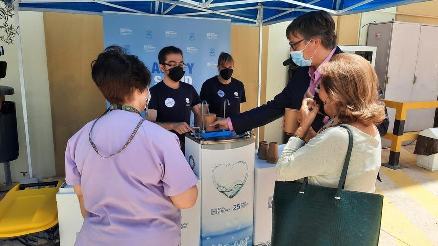 Aguas de Alicante instala quioscos para dispensar agua en el vacunódromo de Ciudad de la Luz