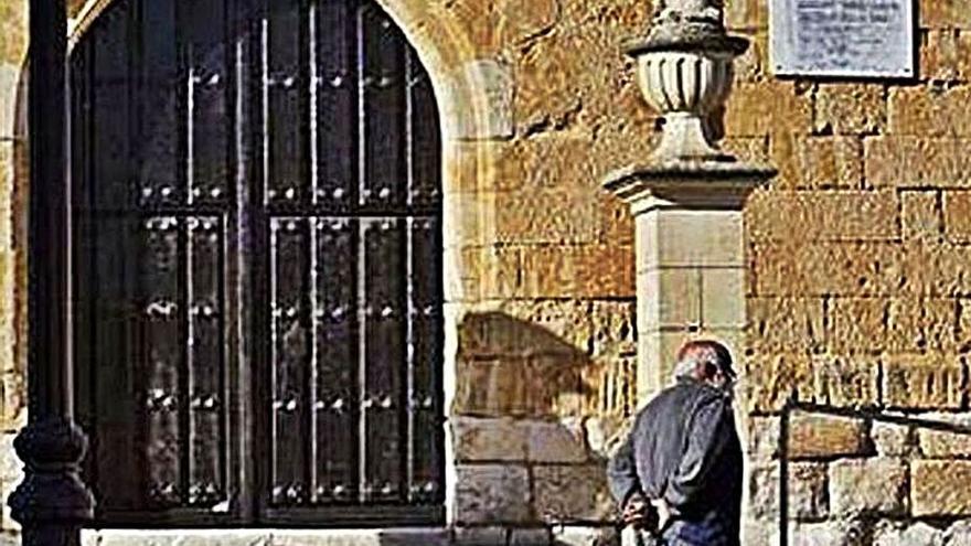Arcenillas se desprende del último vestigio del franquismo