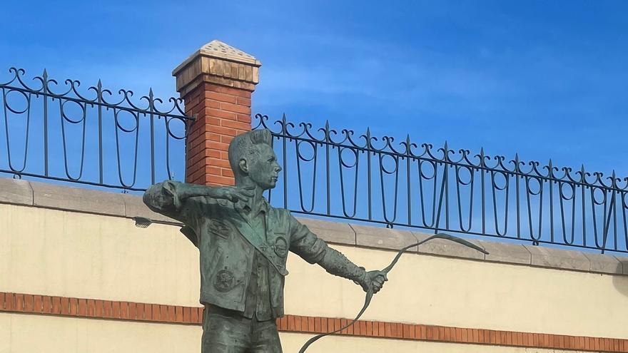 El vandalismo daña la escultura de un famoso vecino de la Vilavella
