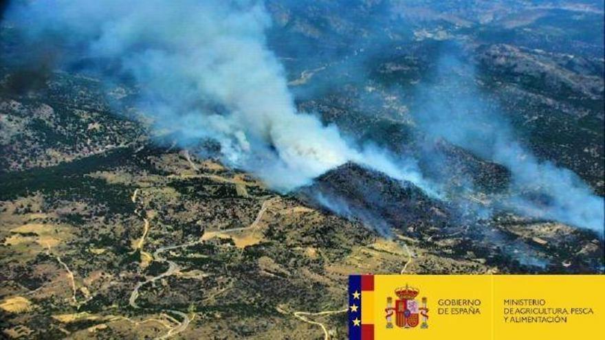 Imagen del incendio en El Hoyo de Pinares.