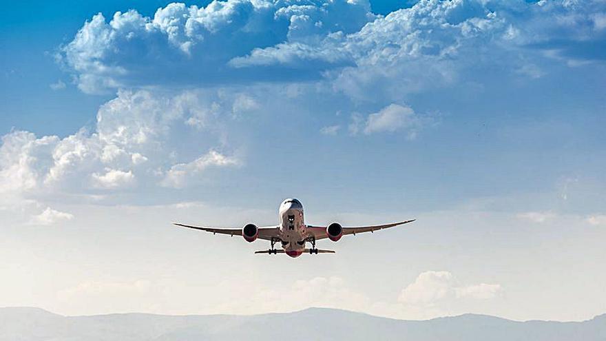 El Govern obre expedient a 16 aerolínies per no informar del dret de reemborsament