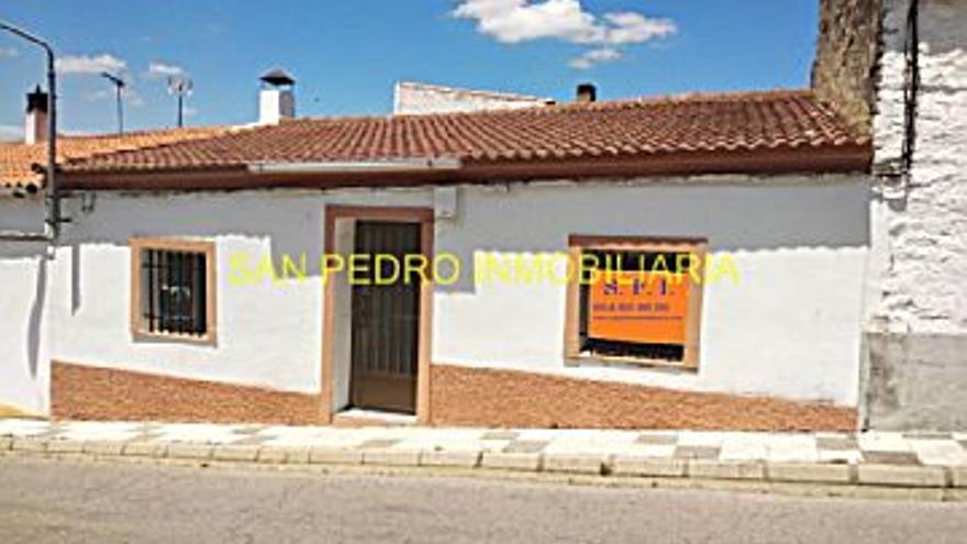 30.000 € Venta de casa en Valencia de Alcántara 180 m2, 167 €/m2...