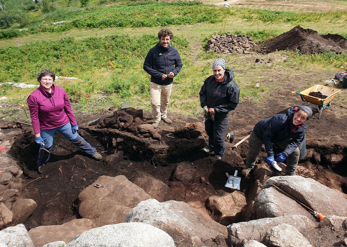 La excavación y el equipo de arqueólogos que trabajan en ella