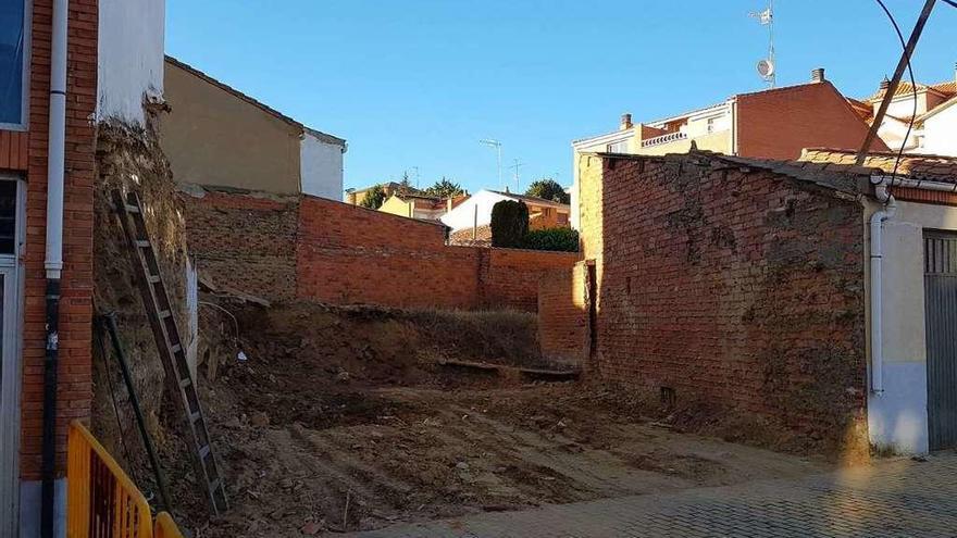 Derribada la casa de la calle Santa Clara que motivó el realojo de un anciano