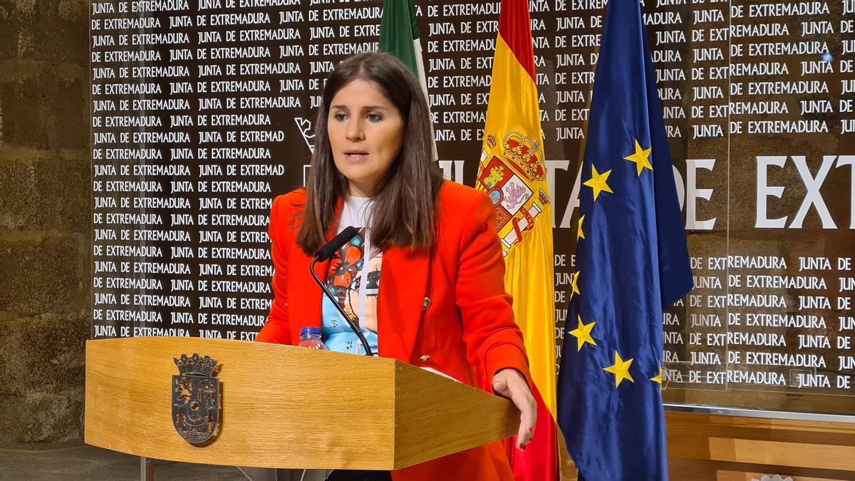 La portavoz de la Junta, Isabel Gil Rosiña, este miércoles en rueda de prensa.
