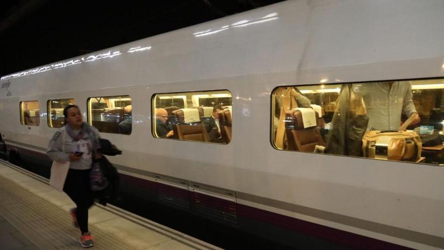 El AVE viaja ya a 'todo tren'