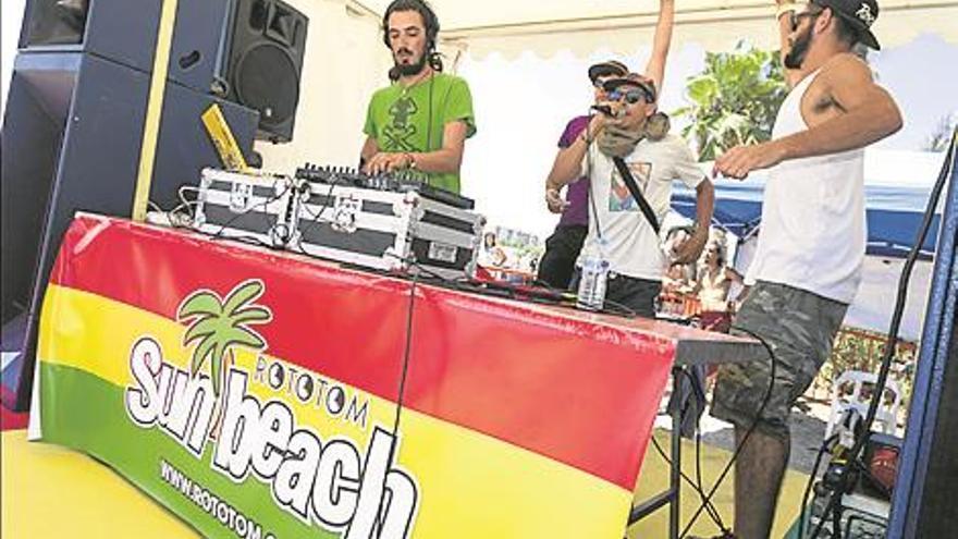 A ritmo de reggae en la playa