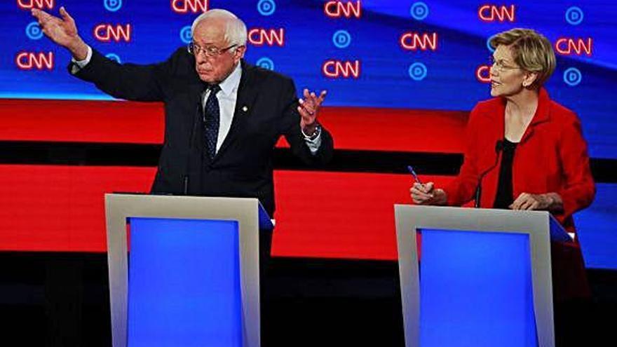 Los radicales Warren y Sanders se imponen en el tercer debate demócrata
