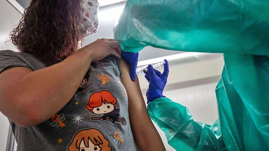 Más de 57.000 de los baleares más vulnerables, aún sin vacunar