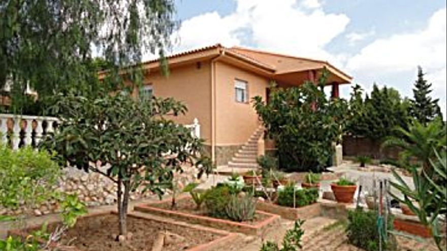 180.000 € Venta de casa en Turís 986 m2, 4 habitaciones, 2 baños, 183 €/m2...