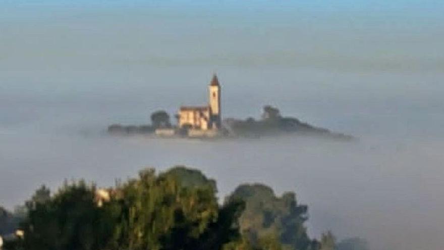 El santuario emerge de entre la niebla