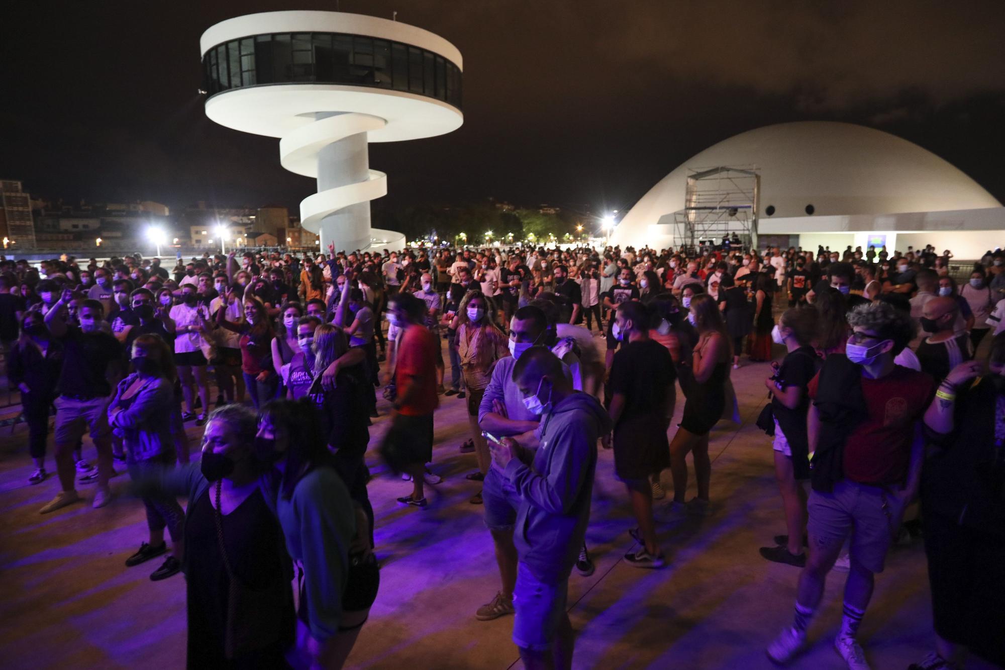 Concierto de Desakato en el Niemeyer