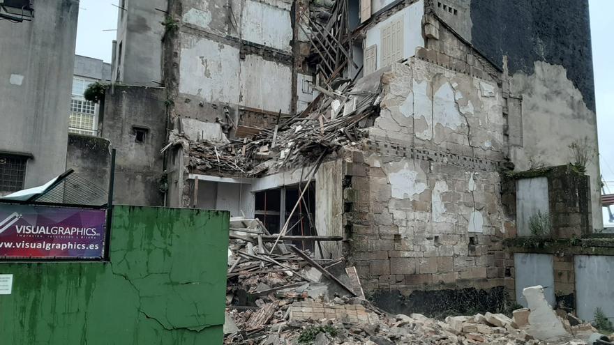 Amplio despliegue por el derrumbe de la fachada de un edificio en Vigo