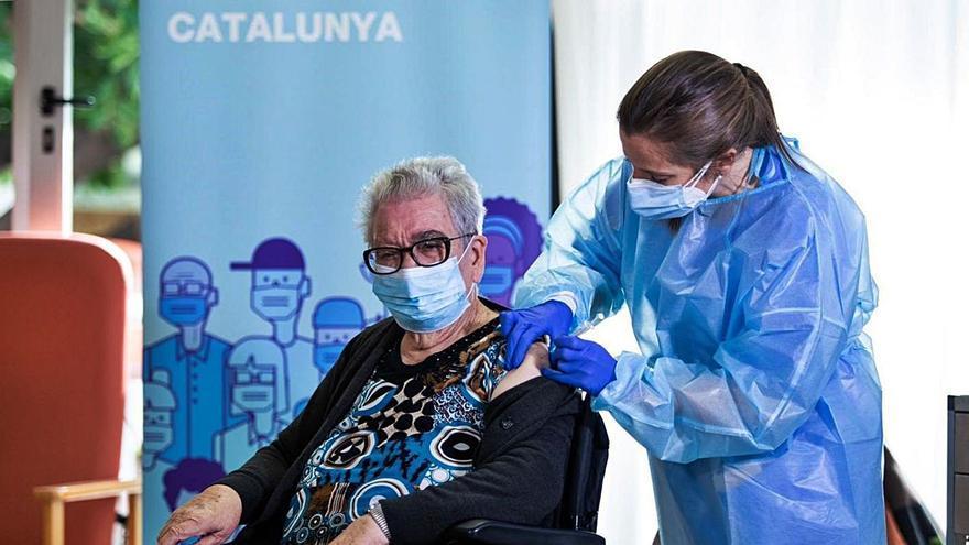 Deu milions d'espanyols ja tenen la pauta completa de la vacuna contra la covid-19