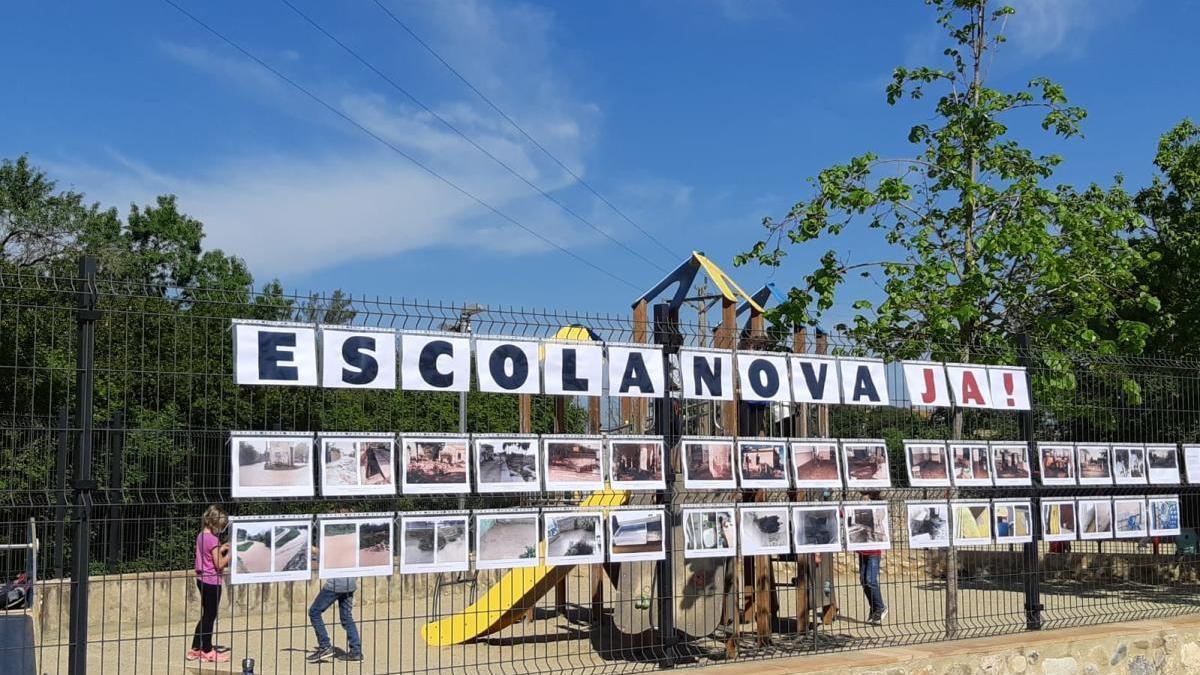 Han preparat una mostra fotogràfica amb imatges actuals i històriques de l'escola i el seu estat