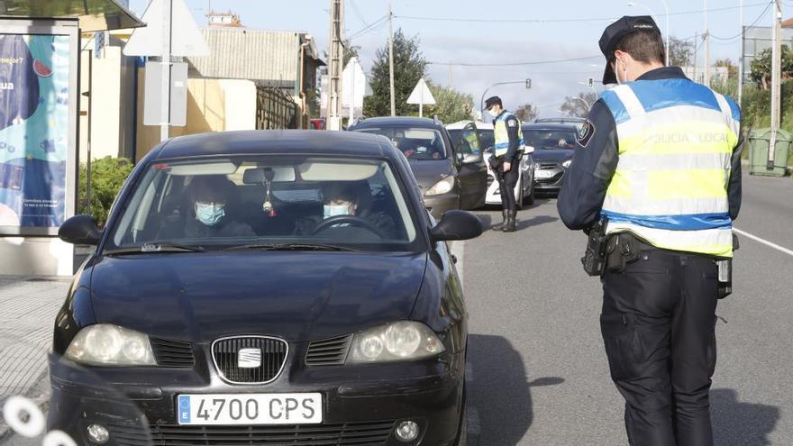 Madrugada de incumplimientos en Vigo: 14 denuncias a jóvenes por beber en la calle