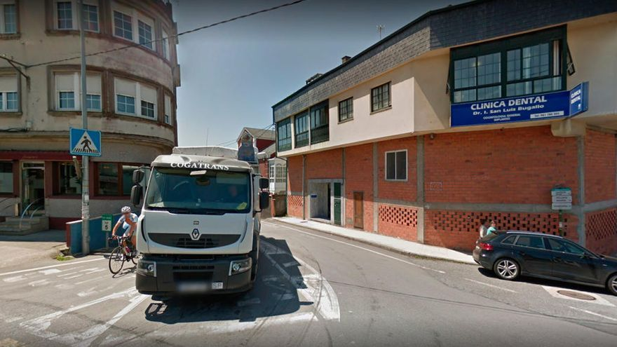 Un ciclista muere atropellado por un camión en A Coruña