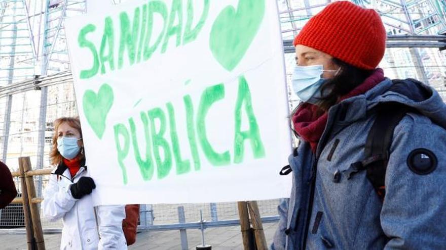 """Colectivos de sanitarios critican la """"especulación"""" del Isabel Zendal"""
