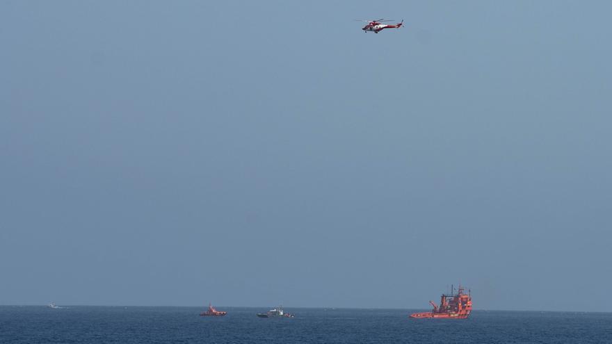 Recuperan un cadáver en aguas próximas al naufragio de la patera de Lanzarote