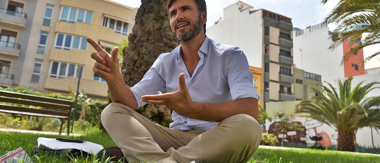 El orientador profesional Raúl Henriq durante la entrevista. | | JOSÉ CARLOS GUERRA
