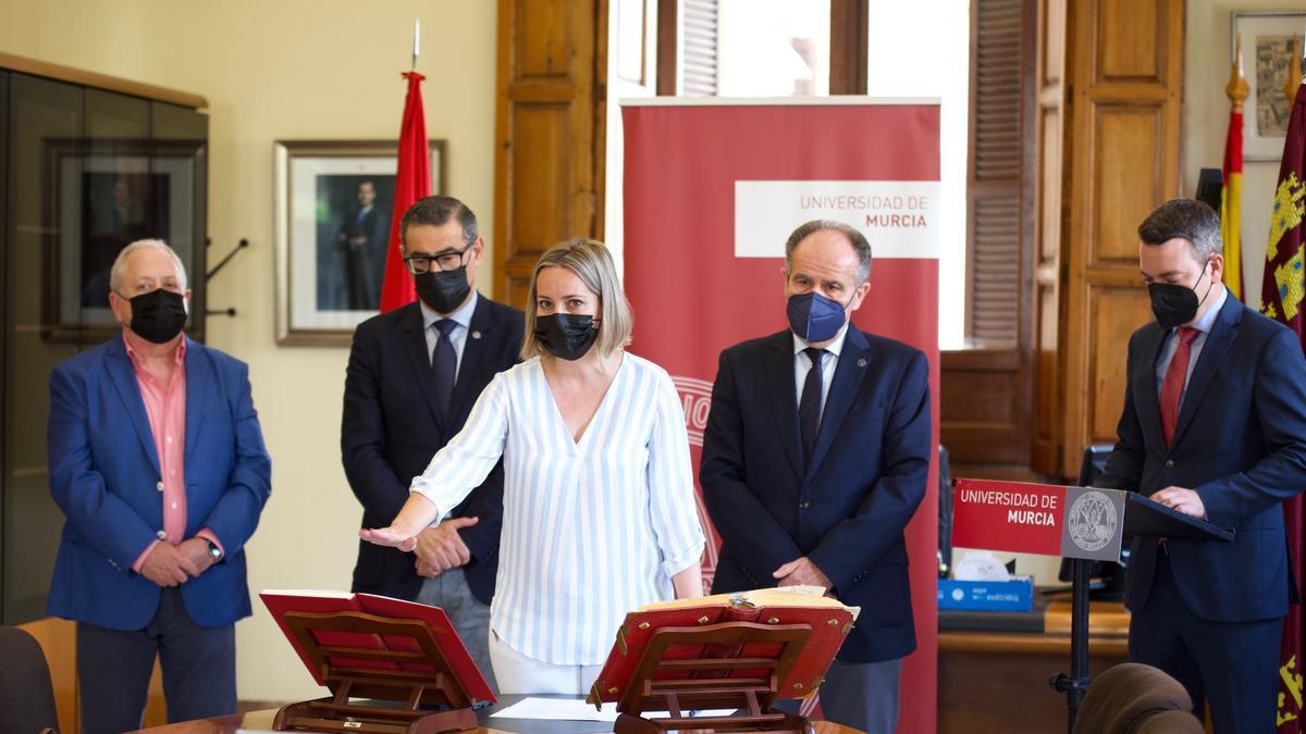 María Eugenia Pérez toma posesión como vocal del Consejo Social de la UMU