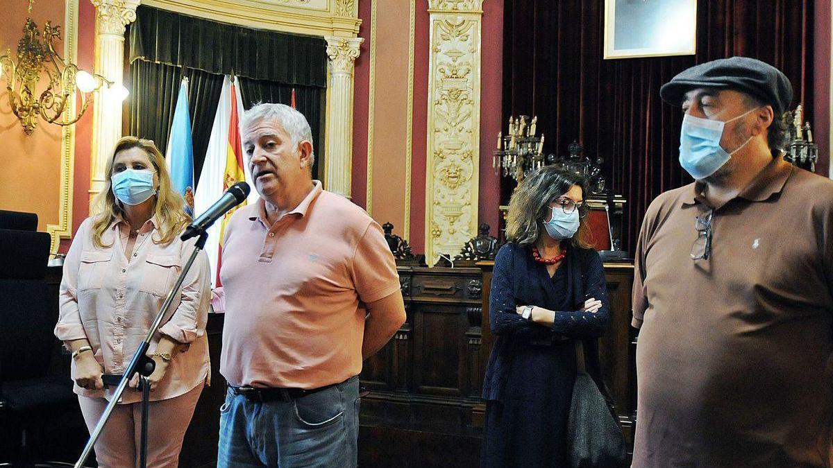 María Dibuja, Miguel Caride, María Teresa Rodríguez y Manuel Álvarez, en su comparecencia ayer tras el anuncio de cese.