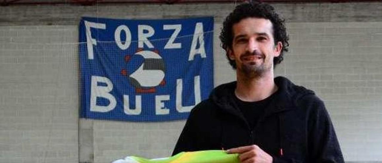 Moncho Curra, con la camiseta del primer equipo. // Gonzalo Núñez