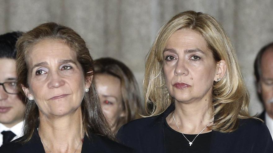 Las infantas Elena y Cristina se vacunan en Emiratos Árabes mientras visitaban al Rey Juan Carlos
