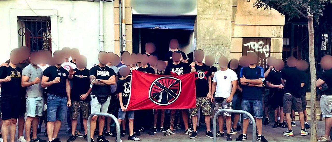 La policía investiga el desembarco de un nuevo grupo «ultra» en València
