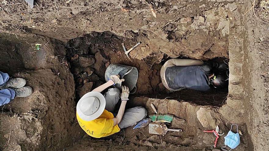 Investigadores de la UVigo descubren restos prerromanos y otra fábrica de salazón en Ons