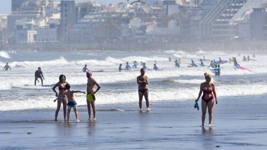Playa de Las Canteras, uso obligatorio de las mascarillas