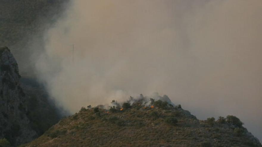 L'incendi al massís del Montgrí ha cremat ja unes 110 hectàrees de vegetació forestal