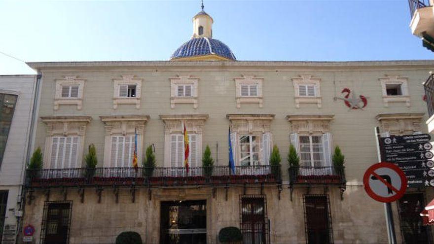 Orihuela lleva 4 meses sin pagar a la empresa del servicio postal