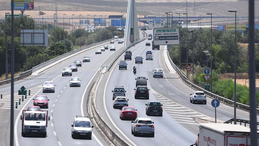 Un motorista herido al colisionar contra un turismo en el Puente de Andalucía