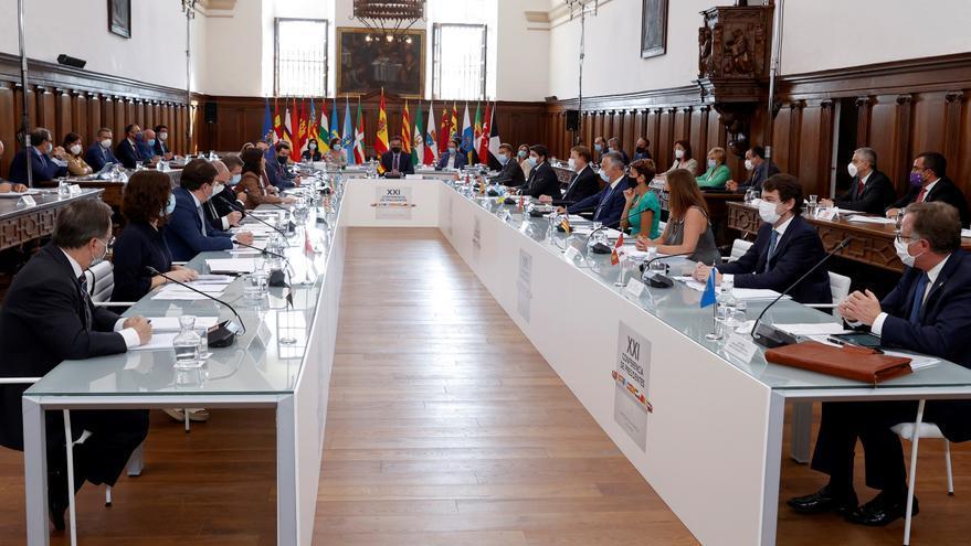 La Conferencia de Presidentes se celebra entre quejas por el formato y el plante de Aragonés