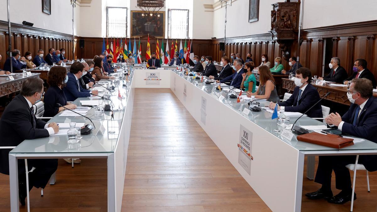 El presidente del Gobierno, Pedro Sánchez, preside la XXI Conferencia de Presidentes, en San Millán de la Cogolla, La Rioja (España), el 31 de julio de 2020.