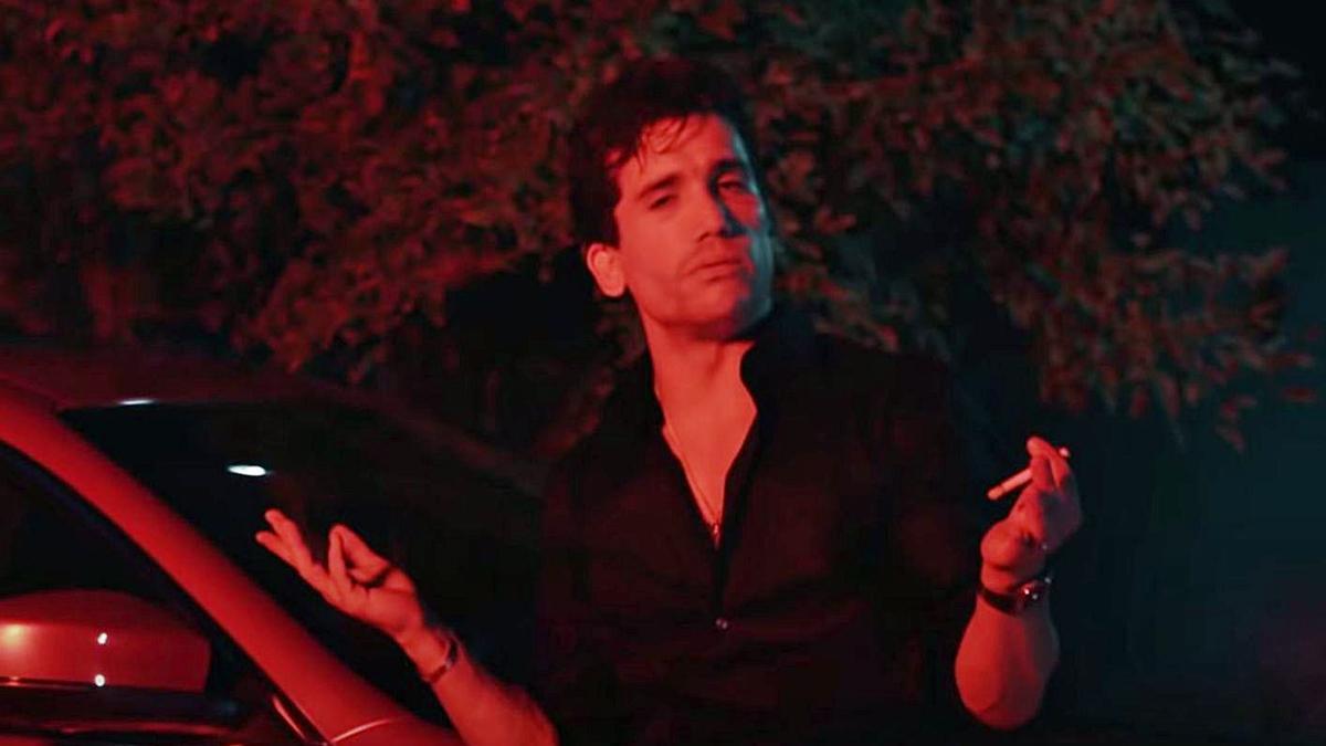 Jaime Lorente en el videoclip de 'Saturday', dirigido por León Santana.