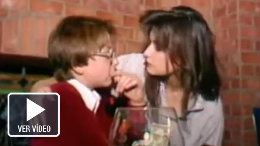 Escándalo por un vídeo de Demi Moore besando a un menor