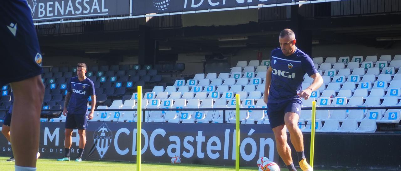 César Díaz, listo para debutar en esta temporada, en Primera RFEF.
