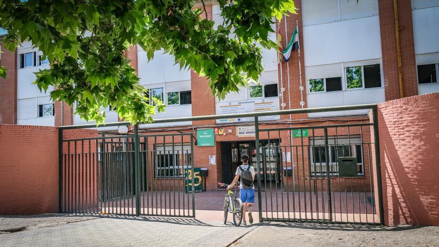 Educación destina 386.000 euros para acabar con las filtraciones y los cortes de luz en el IES San Roque